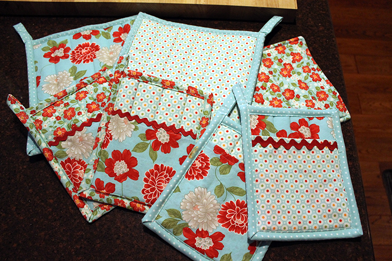 potholders with moda fabric from Bonnie and Camille